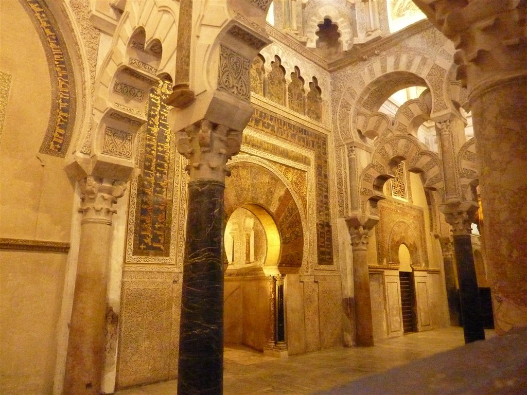 zájezdy Španělsko - Španělsko - Andalusie - Cordoba. Mezquita, mihráb (modlitební výklenek) původně uchovával pozlacený korán